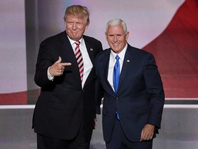 Ứng viên tổng thống đảng Cộng hòa Donald Trump đã chọn ông Mike Pence, thống đốc bang Indiana, làm liên danh tranh cử. Ông Pence, người đã sát cánh cùng tỷ phú Trump trong suốt chặng đường tranh cử, cũng đã được đảng Cộng hòa chọn làm ứng viên phó tổng thống. (Ảnh: Reuters)