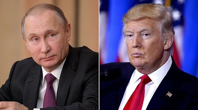 Tổng thống Nga Vladimir Putin (trái) và người đồng cấp Mỹ Donald Trump (Ảnh: RT)