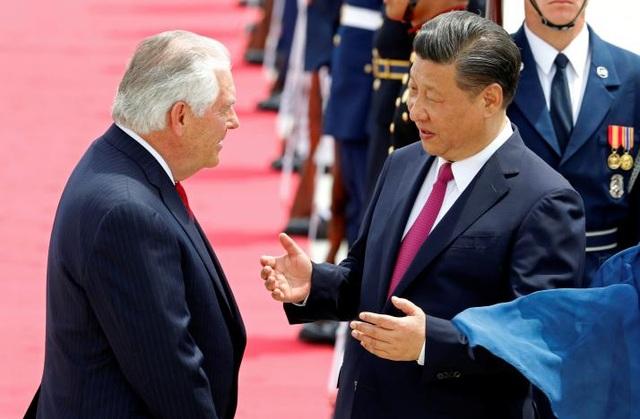 Chủ tịch Trung Quốc Tập Cận Bình (phải) và Ngoại trưởng Mỹ Rex Tillerson. (Ảnh: Reuters)