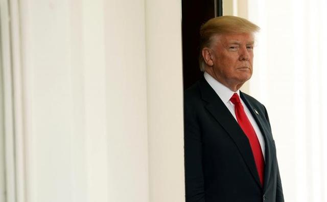 Tổng thống Mỹ Donald Trump chờ tiếp đón Thủ tướng Nguyễn Xuân Phúc tại Nhà Trắng. (Ảnh: Reuters)