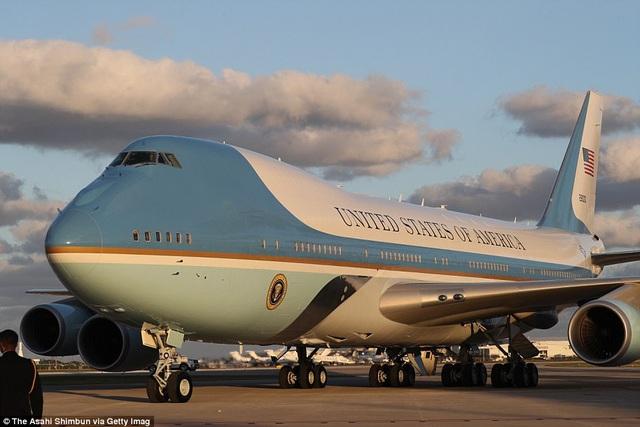 Khoảng 15 phút sau khi rời Nhà Trắng, họ đã tới căn cứ không quân Andrews ở Maryland. (Ảnh: Getty)