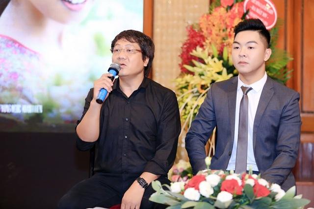 Phan Trung Kiên và NSƯT Quốc Hưng trong buổi họp báo ra mắt MV.