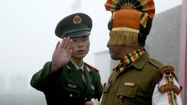Binh sĩ Trung Quốc và Ấn Độ tại khu vực biên giới (Ảnh: Getty)