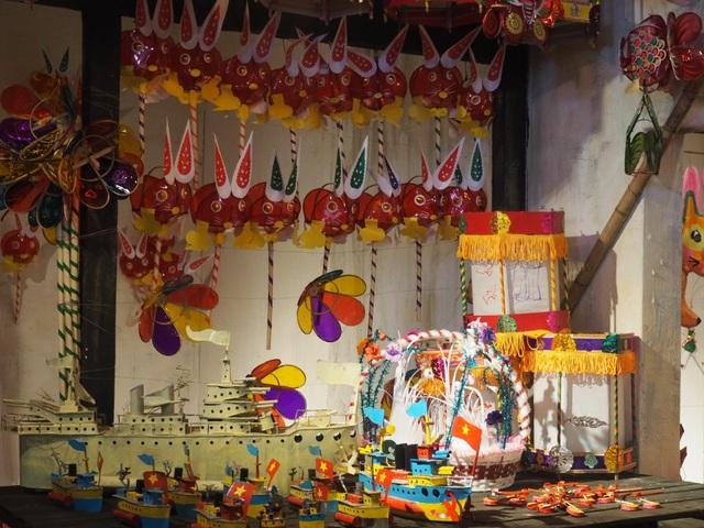 Du khách nhí mướt mồ hôi chơi các trò dân gian tại Hoàng thành Thăng Long - 9