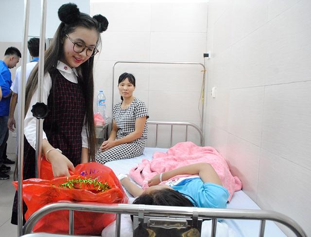 Người mẫu nhí cùng các hoa hậu làm quà Trung thu tặng các bệnh nhi - 6