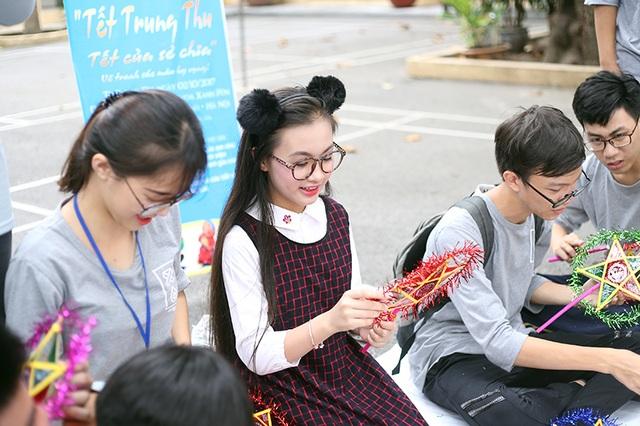 Bảo Hân hiện đang là học sinh lớp 6K trường THCS Trưng Vương, Hà Nội. Em đã có nhiều năm làm người mẫu ảnh, diễn viên.