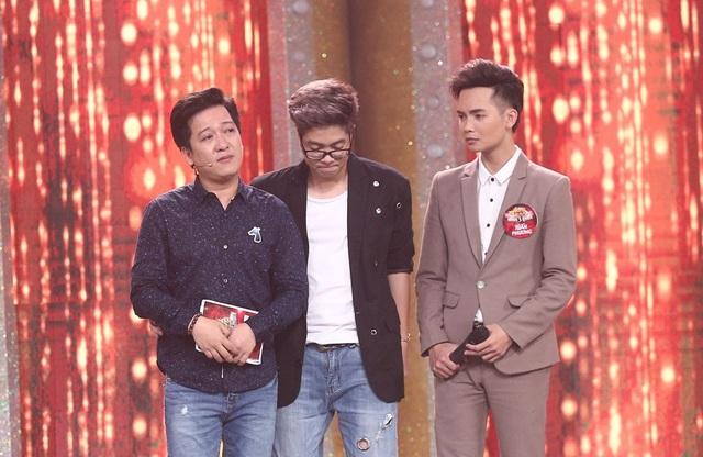 Đồng cảm cùng thí sinh cũng như nhớ về người mẹ đã mất của mình, MC Trường Giang sau đó đã bật khóc nức nở trên sóng truyền hình.