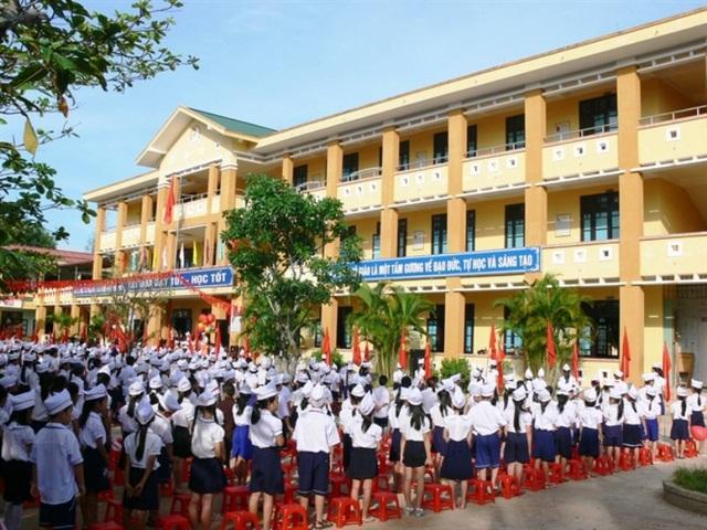 Học sinh Quảng Trị tham gia chào cờ đầu tuần