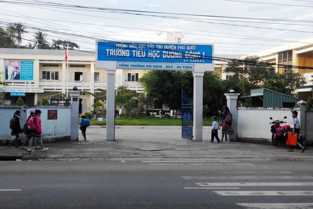 Tại buổi họp, Chủ tịch UBND tỉnh Kiên Giang quyết định cho tất cả HS, SV đang theo học trên địa bàn tỉnh nghỉ học trong 2 ngày, 25-26/12.