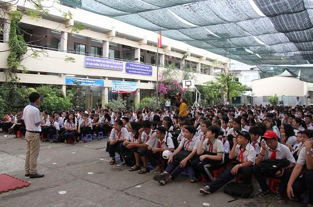 Hơn 1.400 học sinh trường THCS Dương Bá Trạc (quận 8) tham gia buổi sinh hoạt chuyên đề phòng chống xâm hại tình dục
