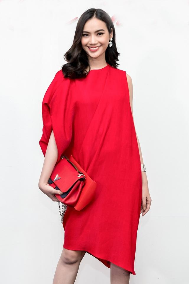 Dàn sao Việt rạng rỡ với sắc đỏ - 26