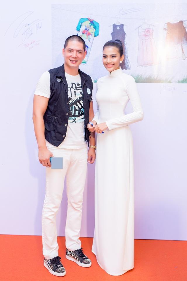 Nam diễn viên Bình Minh cũng có mặt tại sự kiện.