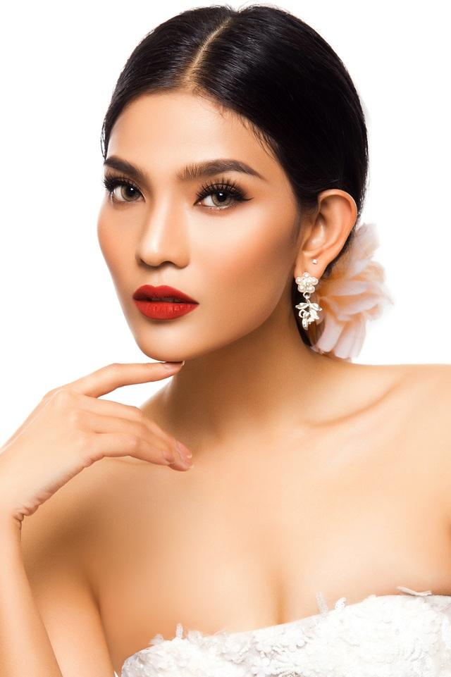 Chính thức bước vào làng giải trí Việt sau khi giành được danh hiệu Á hậu 1 Hoa hậu các dân tộc Việt Nam 2007, Á hậu Trương Thị May ngày càng đẹp mặn mà.