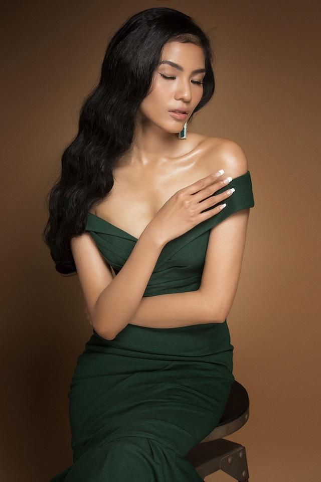 """Không phải là cái tên """"cực hot"""" của giới người mẫu nhưng Trương Thị May vẫn nằm trong số những người mẫu được các nhà thiết kế ưu ái lựa chọn để xuất hiện trong những chương trình thời trang lớn."""