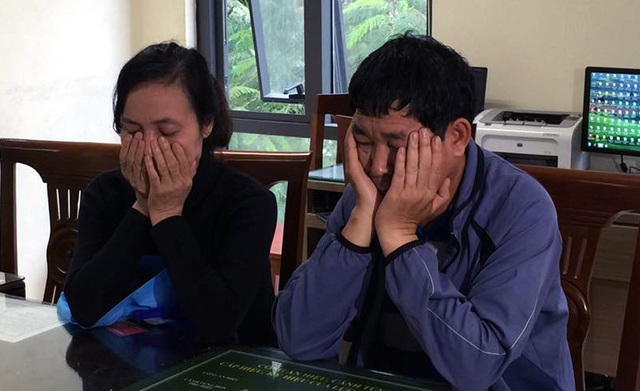 Vợ chồng Thanh - Tý tại trụ sở công an.