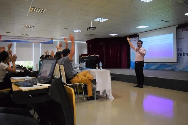 """TS Nguyễn Thành Nam trình bày tham luận tại buổi Seminar """"Đẩy mạnh thực hành dựa trên bằng chứng"""""""