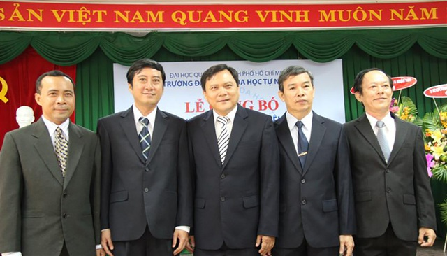 PGS.TS Vũ Hải Quân (ngoài cùng bên trái) là thành viên trẻ nhất trong Ban giám hiệu trường ĐH Khoa học Tự nhiên TP.HCM (ảnh ĐH Quốc gia TP.HCM).