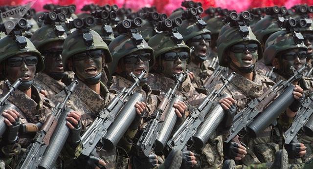 Binh sĩ Triều Tiên trong lễ duyệt binh hồi tháng 4 (Ảnh: Sputnik)