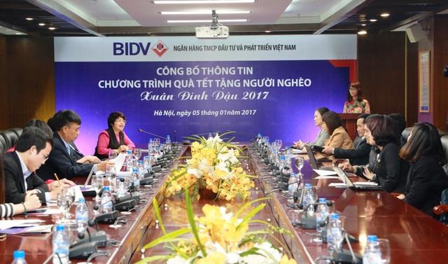 Công đoàn BIDV đã phát động quyên góp 24.000 phần quà Tết với tổng trị giá 12 tỷ đồng dành tặng đồng bào nghèo, đồng bào bị thiên tai và cán bộ, chiến sĩ tại các tỉnh, thành phố trên khắp cả nước