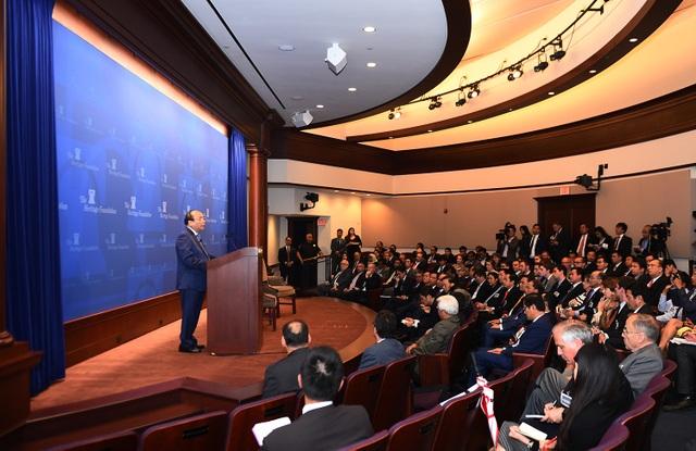 Thủ tướng Nguyễn Xuân Phúc phát biểu trước đông đảo chính giới, học giả Hoa Kỳ và Đại sứ, đại diện Sứ quán các nước ASEAN (ảnh: VGP)