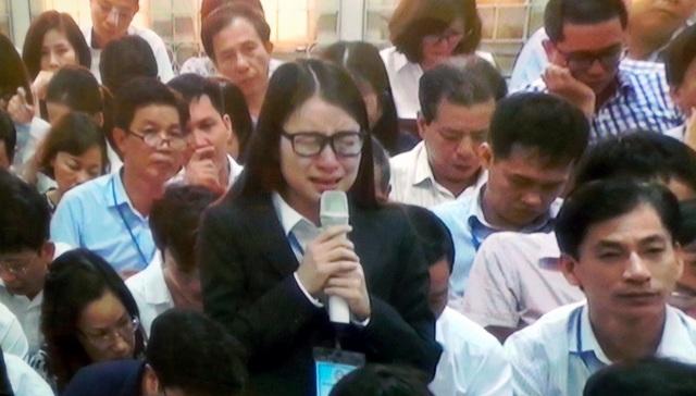 Hoàng Thị Hồng Tứ - cựu Chủ tịch Công ty BSC, công ty sân sau của Hà Văn Thắm - bật khóc nức nở tại tòa.