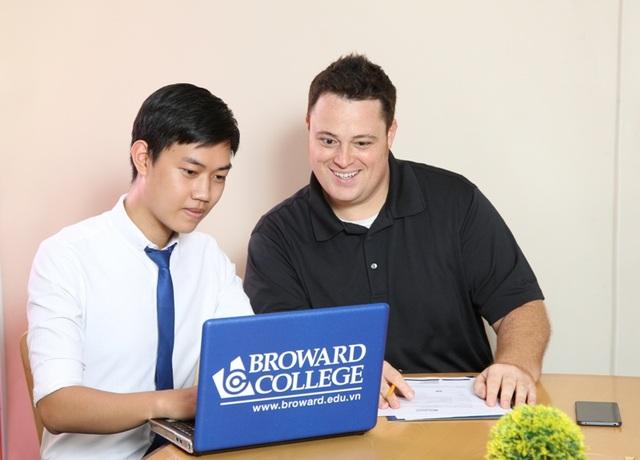 Thạc sĩ David Arnold - Trưởng khoa Tiếng Anh Học Thuật (EAP) tại Broward College Vietnam trả lời câu hỏi từ độc giả báo điện tử Dân trí.