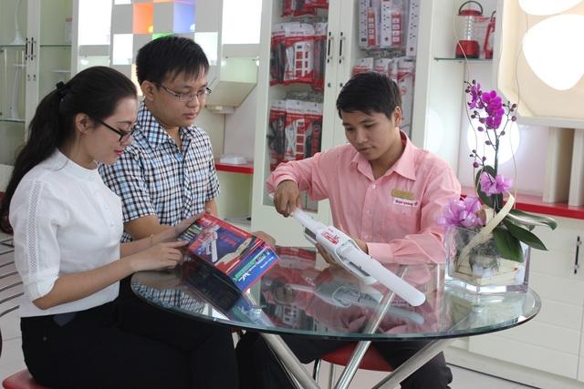 Năm 2014, Thị trường chứng khoán chứng kiến sự bứt phá của Điện Quang khi cán mốc doanh thu 1.229 tỷ đồng, lợi nhuận trước thuế đạt mức 307 tỷ đồng