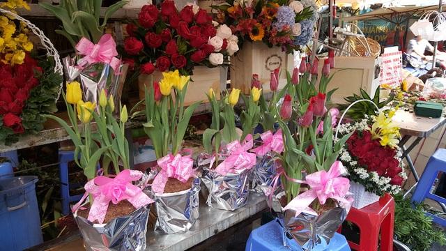 Hoa Tulip Hà Lan mang lại sức sống mới cho thị trường hoa ngày Valentine (Ảnh: Thanh Doanh)