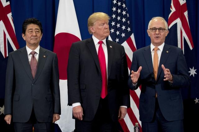 Lãnh đạo Nhật Bản, Mỹ và Australia họp báo sau cuộc gặp (Ảnh: Reuters)