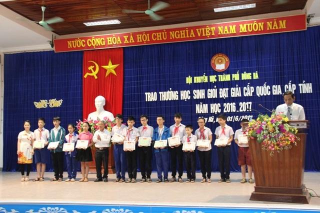 Những em học sinh đạt giải cao được vinh danh