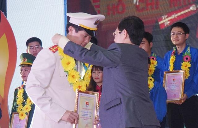 Ngoài 20 tấm gương thanh niên tiên tiến làm theo lời Bác, Tỉnh đoàn Nghệ An cũng trao giải thưởng 26/3 cho 6 đoàn viên xuất sắc, có nhiều đóng góp trong hoạt động đoàn.
