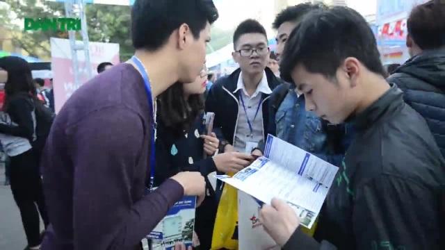 Học sinh rất hứng thú, tự tin, không hề nặng nề và áp lực thi cử đối với môn Giáo dục công dân