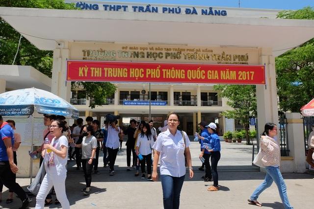 Các thí sinh ở Đà Nẵng dự kỳ thi THPT quốc gia 2017