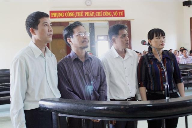 4 bị cáo đứng trước vành móng ngựa