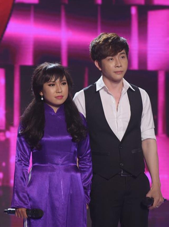 """Tiếp đó, ở tiết mục thứ hai, cặp song ca Hoàng Long – Mỹ Tiên dự thi ca khúc """"Ai cho tôi tình yêu"""" cũng khiến cả 3 cặp huấn luyện viên tranh giành quyết liệt."""