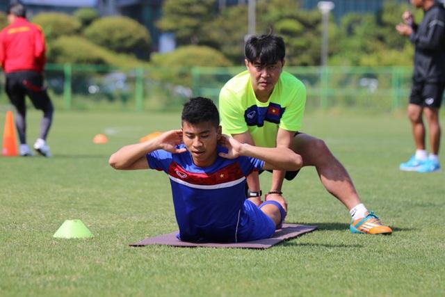 """U20 Việt Nam nhồi thể lực bằng """"món tạ"""" ở Hàn Quốc - 4"""