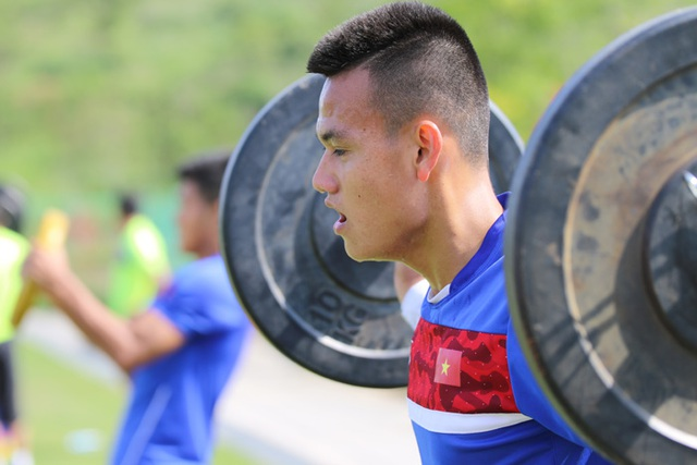 """U20 Việt Nam nhồi thể lực bằng """"món tạ"""" ở Hàn Quốc - 2"""