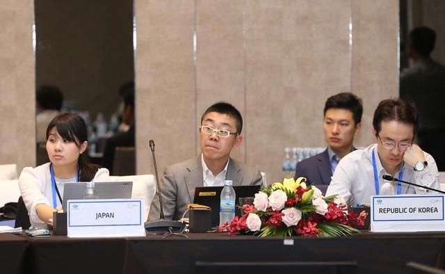 Các đại biểu Ủy ban Quản lý Ngân sách trao đổi kế hoạch công tác năm nay trong phiên họp toàn thể đầu tiên của năm APEC 2017