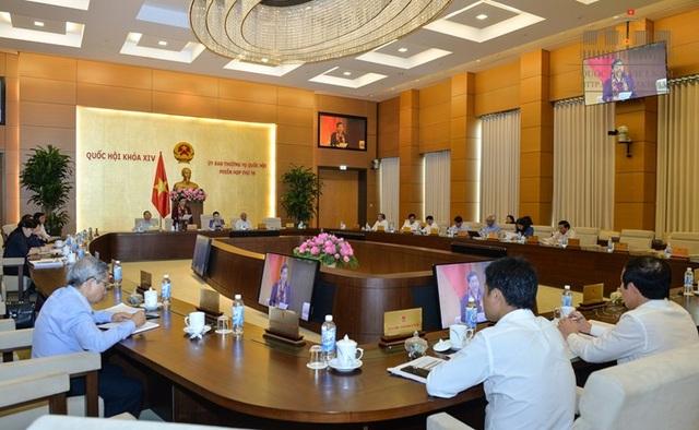 Các ủy viên UB Thường vụ Quốc hội lo ngại lùi lại 1 năm chưa chắc đã kịp triển khai các nội dung để chạy chương trình mới.