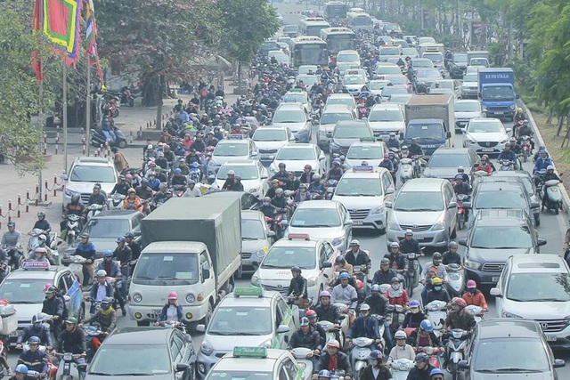 Ùn tắc giao thông nghiêm trọng trên nhiều tuyến đường của Thủ đô Hà Nội. Ảnh Trần Vương