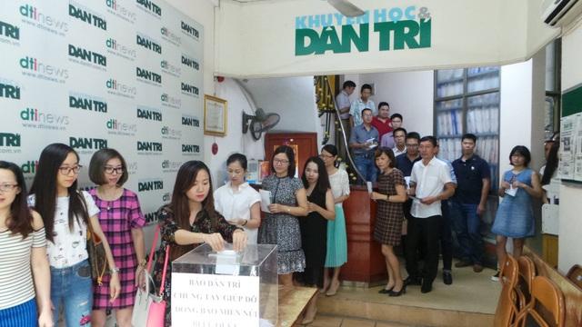 Theo bà Phạm Thị Châu, Chủ tịch Công đoàn báo Dân trí, với sự chung tay của mỗi người sẽ góp phần động viên tinh thần bà con miền núi vượt qua giai đoạn khó khăn trước mắt