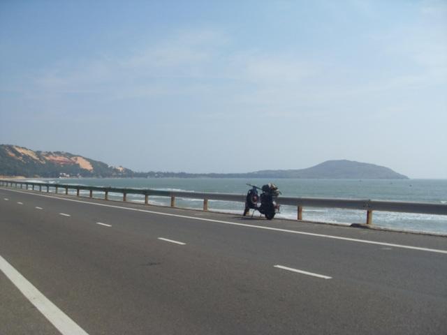 Khi quay về Hà Nội, Lâm thực hiện chuyến đi bằng xe máy trong 16 ngày