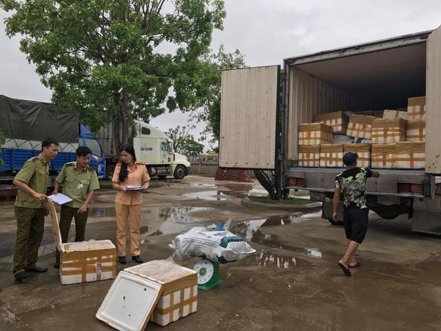 Chiếc xe tải cùng toàn bộ số hàng bị bắt giữ