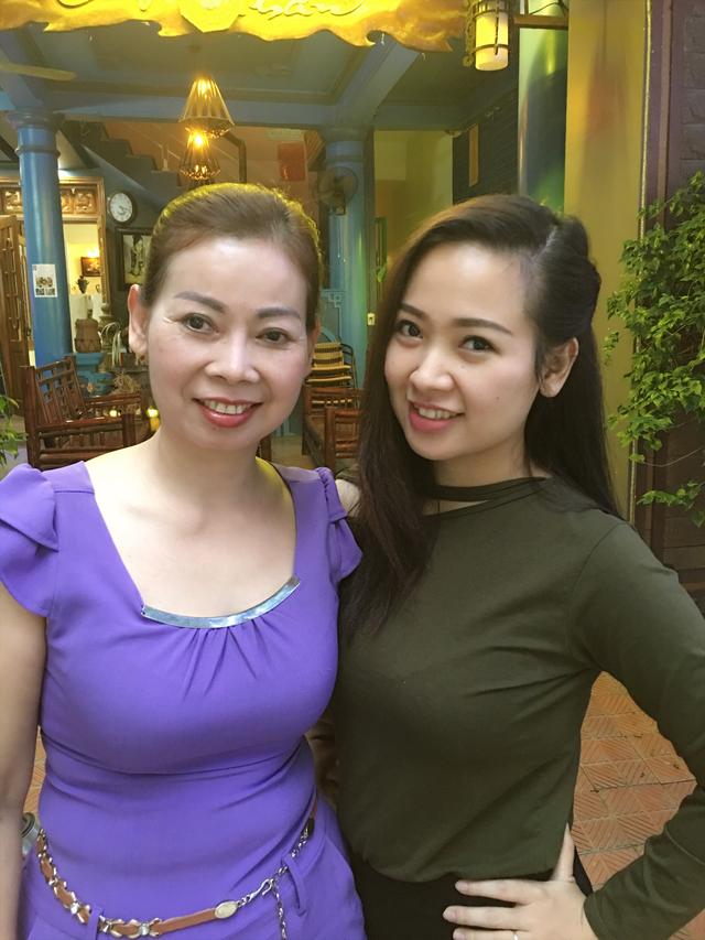 Chị Lê Na và mẹ của mình. Ảnh: Lê Na