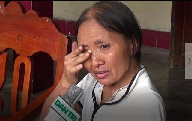 Bà Khuyên bật khóc cầu mong các nhà hảo tâm hãy cứu lấy hai con gái của bà trước khi chưa quá muộn.