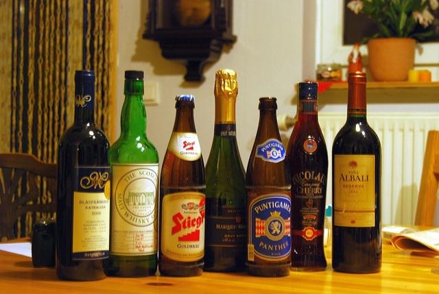 Uống rượu nhiều làm tăng nguy cơ mắc ung thư - 1