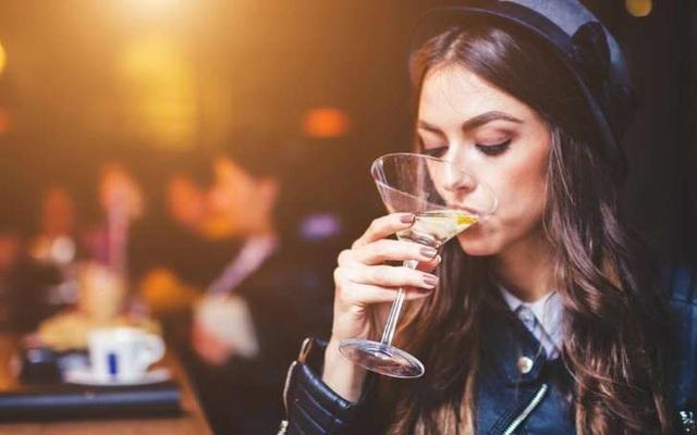 Khi rượu vang cũng tác động xấu tới nội tiết tố... - 1