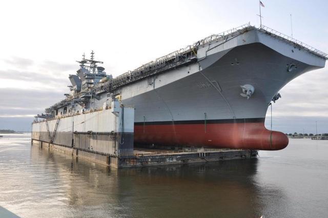 Tàu đổ bộ tấn công USS Tripoli (Ảnh: Hải quân Mỹ)