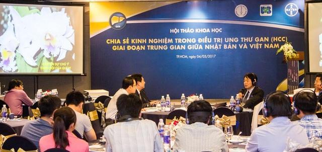 Thảo luận với chủ tọa đoàn nhằm chia sẻ kinh nghiệm điều trị ung thư gan giữa hai nước Việt Nam và Nhật Bản