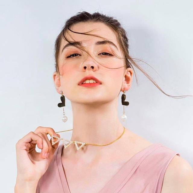 Valda mới chỉ 14 tuổi khi được tuyển vào làm người mẫu tại Trung Quốc